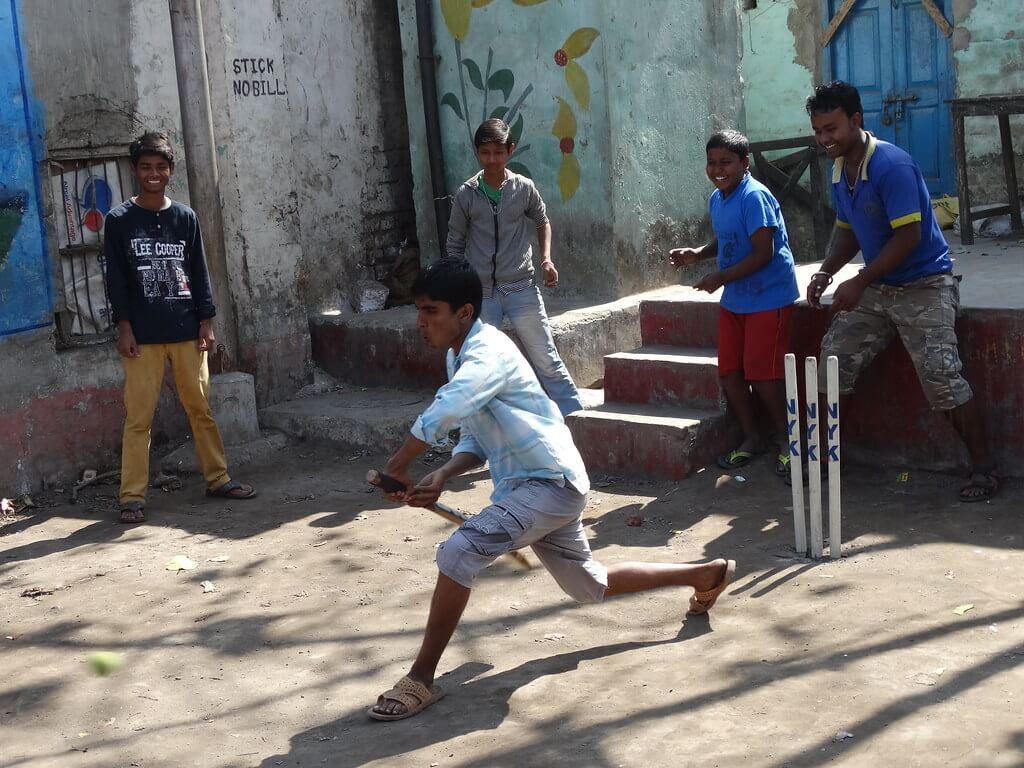 kids-playing-cricket